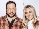 Jason Aldean's Pregnant Wife Bids Emotional Goodbye to Tennessee Manor