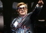 Elton John Cusses at Security Guards for Manhandling Woman at Australian Concert
