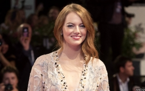 'The Favourite' Premiere Photos: Emma Stone Is Ethereal Beauty at Venice Film Festival