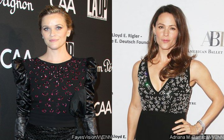 Reese Witherspoon and Jennifer Garner Make a Crack About Pregnancy Rumors
