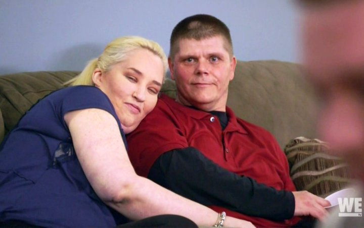 Video: Mama June's Intoxicated BF Geno Doak Flashes Butt After Crashing Car Into Her Garage