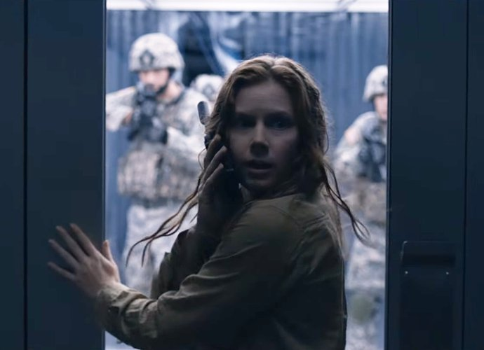 Amy Adams Tries to Save The World From Aliens in Tense 'Arrival' Trailer