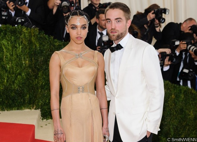 FKA twigs Ditches Her Engagement Ring When Arriving at LAX With Robert Pattinson