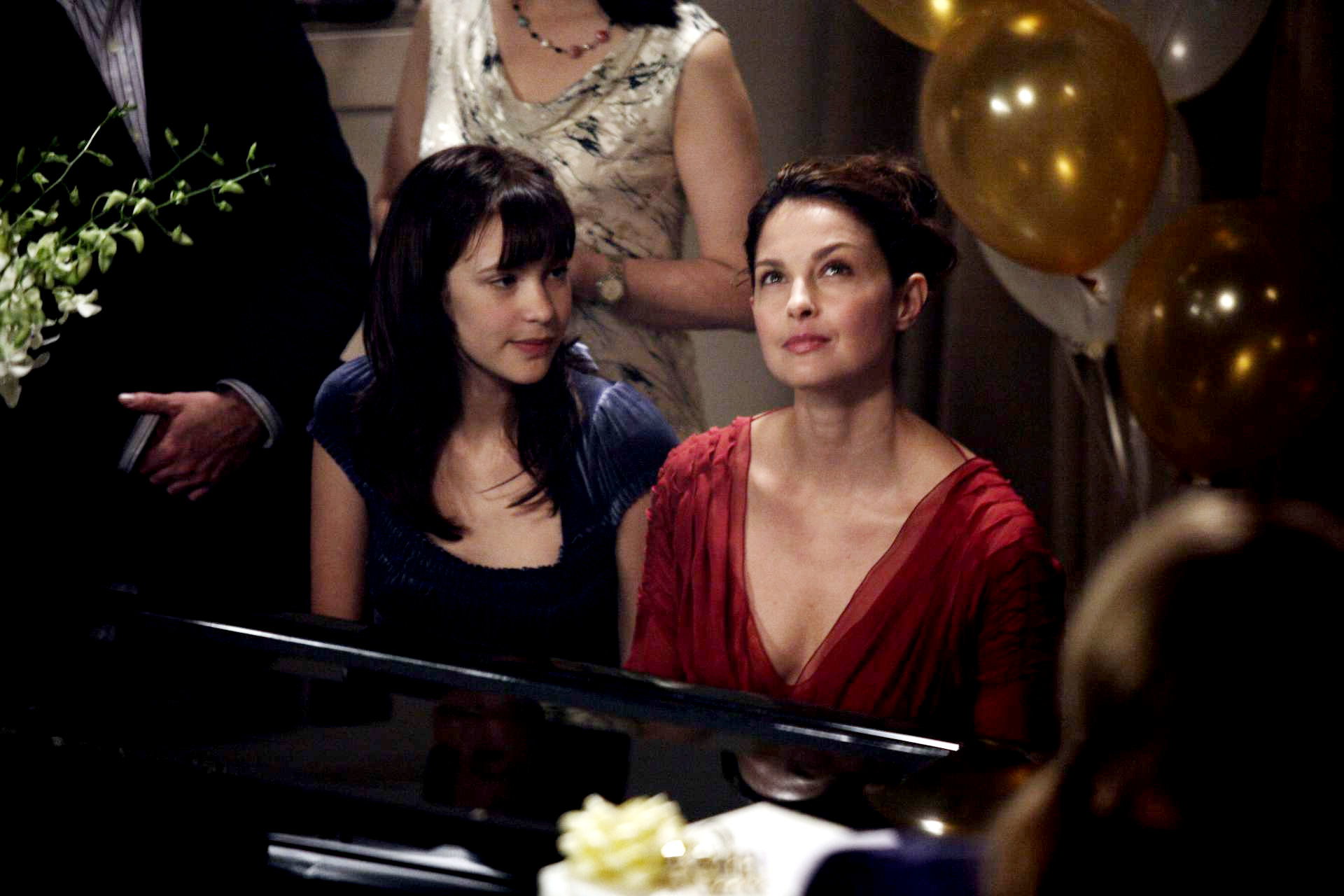 Alexia Fast stars as Julie and Ashley Judd stars as Helen in E1 Entertainment's Helen (2010)
