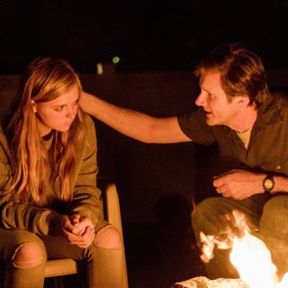 Elsie Fisher stars as Kayla and Josh Hamilton stars as Mark in A24's Eighth Grade (2018)