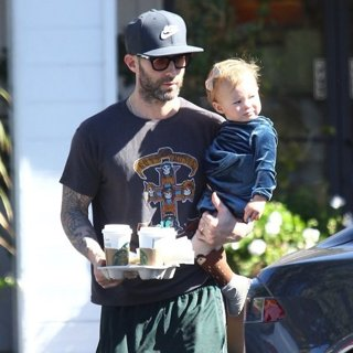 Adam Levine, Dusty Rose Levine in Adam Levine Picks Up Coffee While holding Dusty Rose Levine
