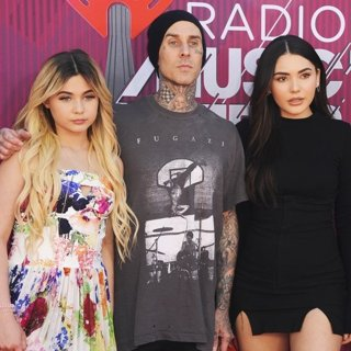 Alabama Luella Barker, Travis Barker, Atiana De La Hoya, Landon Asher Barker in 2019 iHeartRadio Music Awards - Arrivals