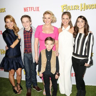 Candace Cameron, Michael Campion, Jodie Sweetin, Elias Harger, Andrea Barber, Soni Nicole Bringas in Premiere of Netflix's Fuller House