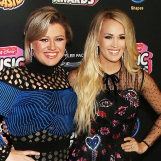 Kelly Clarkson, Carrie Underwood in 2018 Radio Disney Music Awards - Arrivals