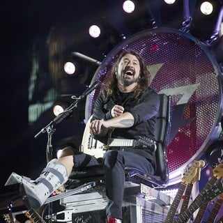 Dave Grohl, Foo Fighters in Foo Fighters Performing at Milton Keynes Bowl