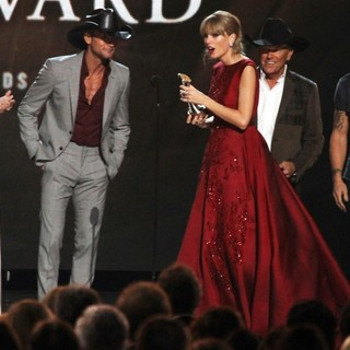 Faith Hill, Tim McGraw, Taylor Swift, George Strait, Keith Urban in 47th Annual CMA Awards - Show