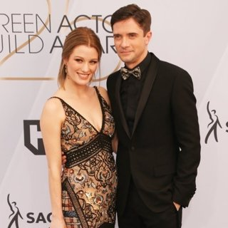 Ashley Hinshaw, Topher Grace in 25th Annual Screen Actors Guild Awards - Arrivals