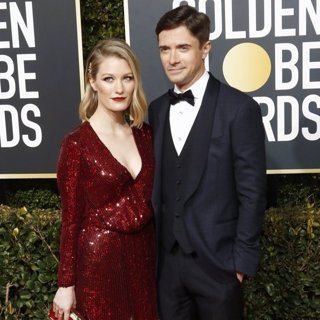 Ashley Hinshaw, Topher Grace in 76th Golden Globe Awards - Arrivals