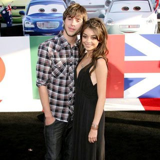 Matt Prokop, Sarah Hyland in The Los Angeles Premiere of Cars 2 - Arrivals