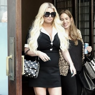 Jessica Simpson Leaving Her Hotel