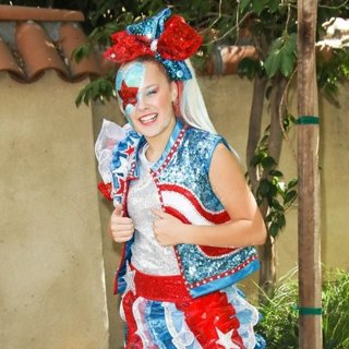 JoJo Siwa in T.J. Martell Foundation's 10th Annual Family Day