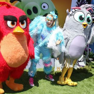 JoJo Siwa in Premiere of The Angry Birds Movie 2