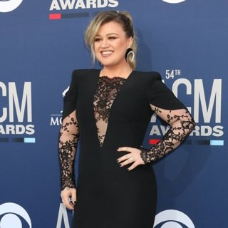 Kelly Clarkson in 54th Academy of Country Music Awards - Arrivals