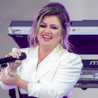 Kelly Clarkson in Today Show Day of The Girl