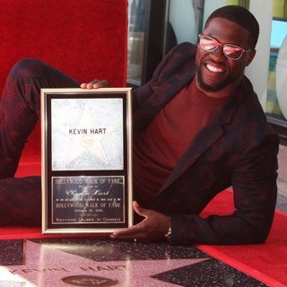Kevin Hart in Kevin Hart Is Honored with A Star on The Hollywood Walk of Fame