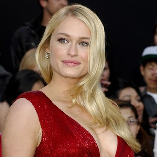 Leven Rambin in Los Angeles Premiere of The Hunger Games - Arrivals