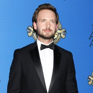Patrick J. Adams in 31st Annual American Society of Cinematographers Awards - Arrivals