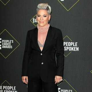 E! People's Choice Awards 2019 - Arrivals