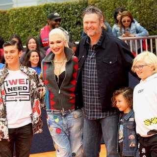 Kingston Rossdale, Gwen Stefani, Blake Shelton, Apollo Rossdale, Zuma Rossdale in UglyDolls World Premiere