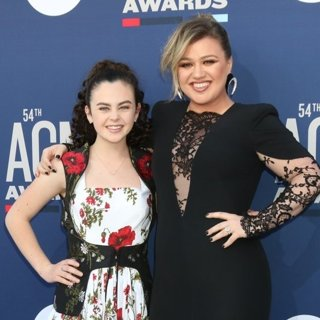 Chevel Shepherd, Kelly Clarkson in 54th Academy of Country Music Awards - Arrivals