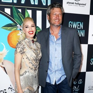 Gwen Stefani, Blake Shelton in Gwen Stefani - Just A Girl Red Carpet - Arrivals