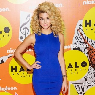 Tori Kelly in Nickelodeon Halo Awards 2015 - Arrivals