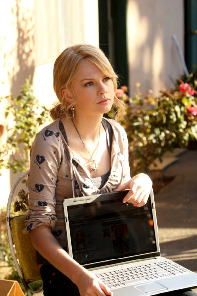 Photos of Taylor Swift on 'CSI: Crime Scene Investigation'