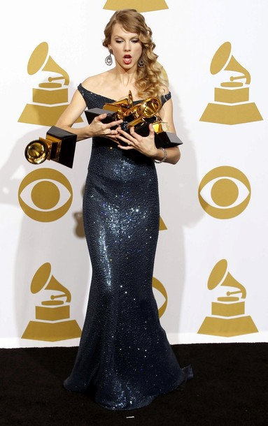 52nd Grammys: Taylor Swift Dropped Her Golden Gramophone