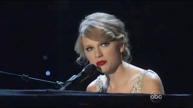 2010 CMA Awards: Taylor Swift Sings 'Back to December'