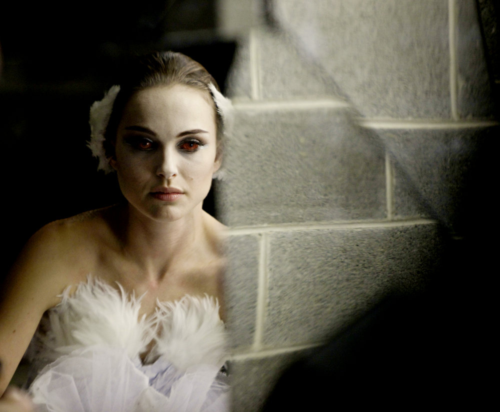 Natalie Portman Has Strange Reflection in First 'Black Swan' Clip