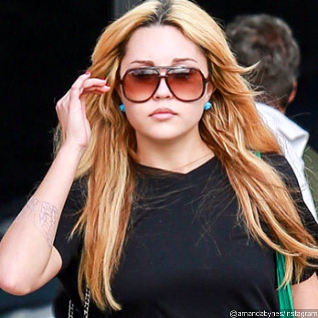 Amanda Bynes Resurfaces on Twitter, Tells Fans 'I Love You'