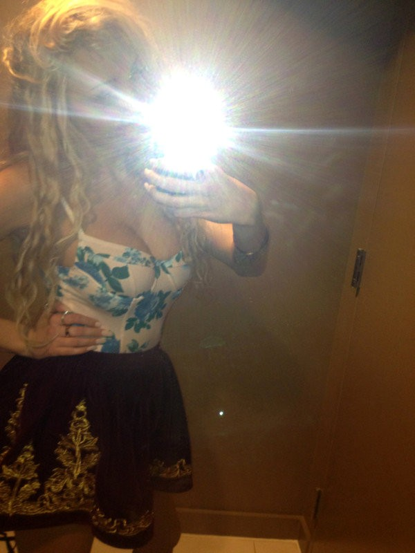 Amanda Bynes Shows Cleavage and Complains About Being 'Pudgy' in Recent Tweets