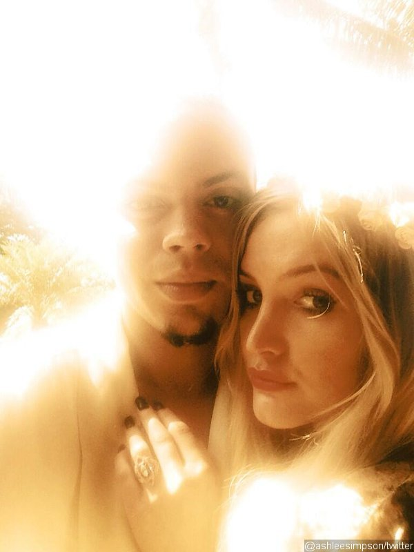 Ashlee Simpson Is Engaged to Evan Ross, Shows Off Engagement Ring