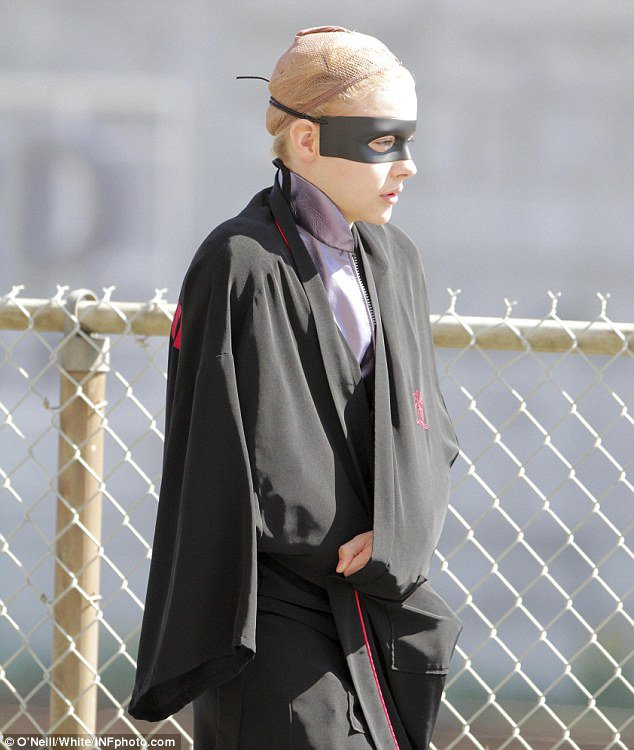 First Look at Chloe Moretz in Hit-Girl Suit on 'Kick-Ass 2' Set