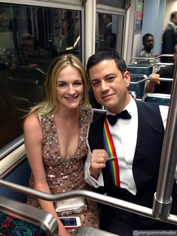 Jimmy Kimmel Rides Subway to 2014 Emmys, Sports Rainbow Suspenders in Honor of Robin Williams