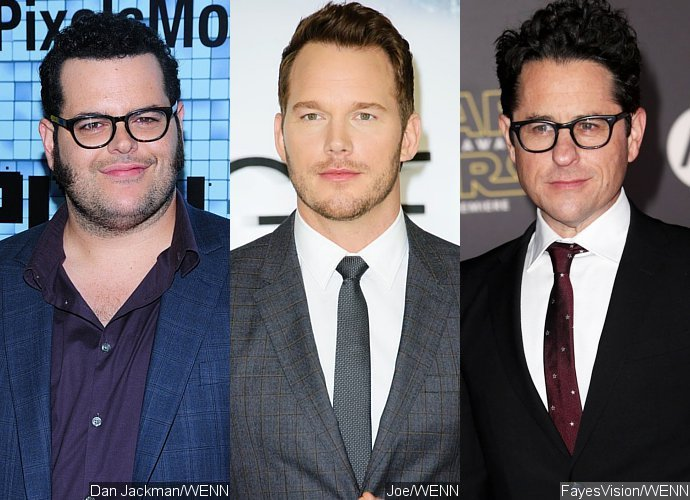 Josh Gad Recruits Chris Pratt, J.J. Abrams and More to Get 'Star Wars' Spoilers From Daisy Ridley