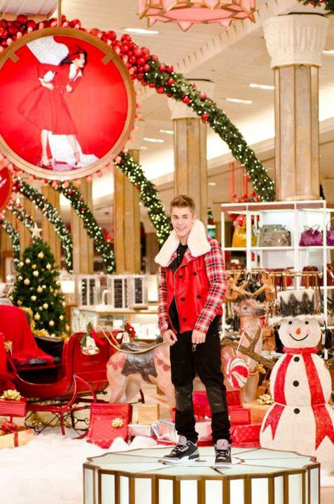 Justin Bieber Previews 'All I Want for Christmas Is You' Music Video