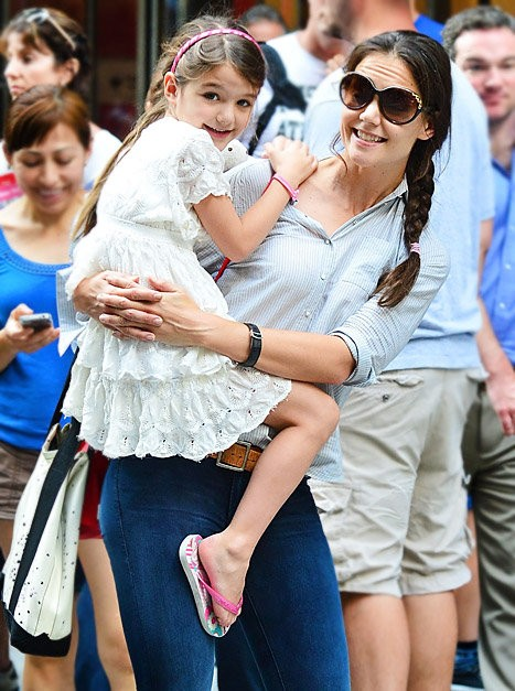 Katie Holmes and Suri Go to Museum of Modern Art