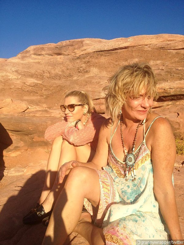 Ke$ha's Mom Says Daughter 'Almost Died' Due to Weight Criticism