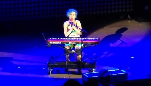 Video: Paramore Dedicates 'Last Hope' to Robin Williams During Denver Concert