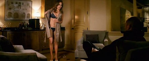 First 'Parker' Trailer Has Jennifer Lopez Stripping Off Her Clothes
