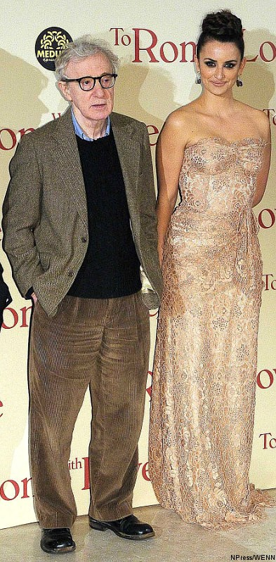 Penelope Cruz Stuns in Lace at Woody Allen's 'To Rome with Love' Premiere in Italy