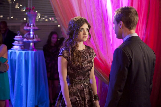 'Pretty Little Liars' 2.22 Previews: Aria Tormented by Guilty Feelings