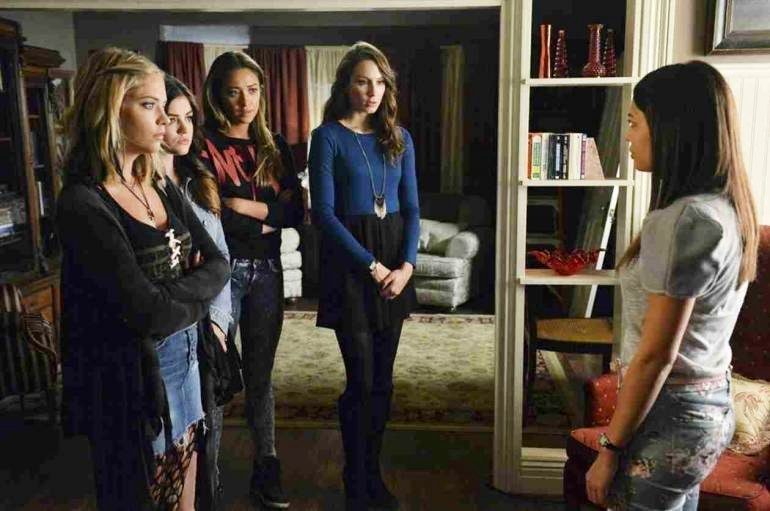 'Pretty Little Liars' Summer Finale Preview Teases a Murder and Arrest