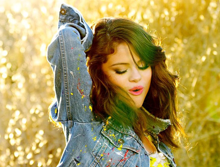 Selena Gomez Releases Behind the Scenes of 'Hit the Lights' Video